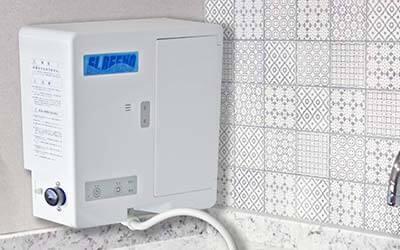 大阪府門真市の微酸性次亜塩素酸水のエルビーノは320W×120D×300H(㎜)のコンパクト設計。壁掛けもできるので省スペースへの設置も可能です。