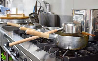 大阪府門真市の微酸性次亜塩素酸水のエルビーノの活用例は飲食店や厨房やホテルでの厨房内、厨房機器洗浄や殺菌に